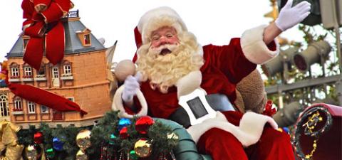Венгерские власти просят не целовать Санта-Клаусов
